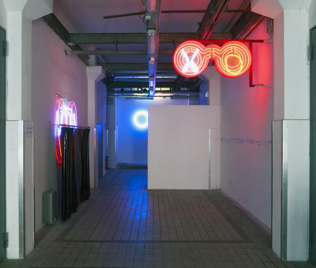 sho-oter exhibition pauline brun remi groussin performance neon sculpture contemporary art la station nice artist run space