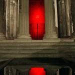 "Cédric Teisseire ""Objects in the mirror may be closer than they appear"", 2011, Dibond, dimension variable. au second plan Jean-Baptiste Ganne ""El ingenioso hidalgo Don Quijote de la Mancha"", Installation lumineuse, 2005. Vue au Temple d'Auguste et de Livie, Vienne, 2011."