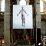 Musée St Pierre Jean-Luc VERNA * « Kouros Agrigente », Grèce, 500 av. J-C * PATTI SMITH, live, intro de « Horses » - BARBARA, salut « Valse Frantz », 70's 2011 Tirage sur bâche 3,12 x 2,50 m. courtesy Air de Paris, Paris.