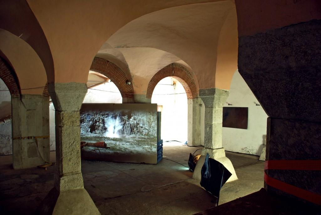 """Halle des Bouchers David Raffini """"Amnesia"""", Vue d'installation, matériaux divers, dimensions variables, 2011."""