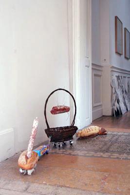 Marc Chevalier - Équivalence des écarts qualitatifs (coup de pouce au Darfour la locomotive, coup de pouce au Darfour, le wagon, hommage à François Morellet, la miche) — 2007  - La Station -  Art Contemporain - Nice - IRL (une exposition de choses)