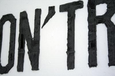 Bettina Samson - Don't Run – Physique magnétique — 2006 - La Station -  Art Contemporain - Nice - Certains travaux doivent être accomplis à la surface du sol...