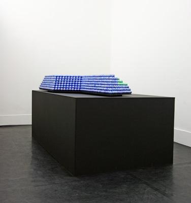 Edouard Ropars - THE GIANT'S CRADLE Maquette : Edouard Ropars - Plastique, médium, 190 x 90 x 40 cm, 2007   - La Station -  Art Contemporain - Nice - Babylon Inside -- un projet dEdouard Ropars