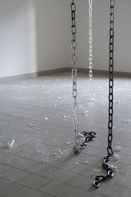 Pierre Vadi-Microfissure - Happy hours  (bris) résine tendre, paillettes blanches — 2004 - 2005 courtesy Evergreene Gallery, Genève  - La Station -  Art Contemporain - Nice - Carte blanche à Circuit