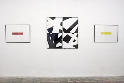 Au centre, Guillaume Millet, Pi & Plis (Noir) 2008. Bertrand Lavier : à gauche, Rouge de Chine, 1998. À droite, Jaune d'Or, 1998 - La Station - Art Contemporain - Nice - My eyes keep me in trouble