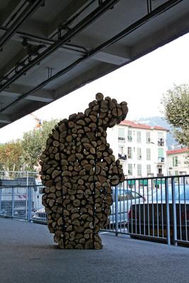 Laurent Le Deunff - Ours, 2009. Bois de chauffage, chêne - La Station -  Art Contemporain - Nice - Écotone