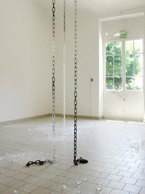 Pierre Vadi-Microfissure - Love lights  (chaînes) — 2004  - La Station -  Art Contemporain - Nice - Carte blanche à Circuit